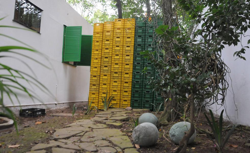 Instalação sem título de Paulo Nazareth. Foto: Andre Ligeiro via Uol