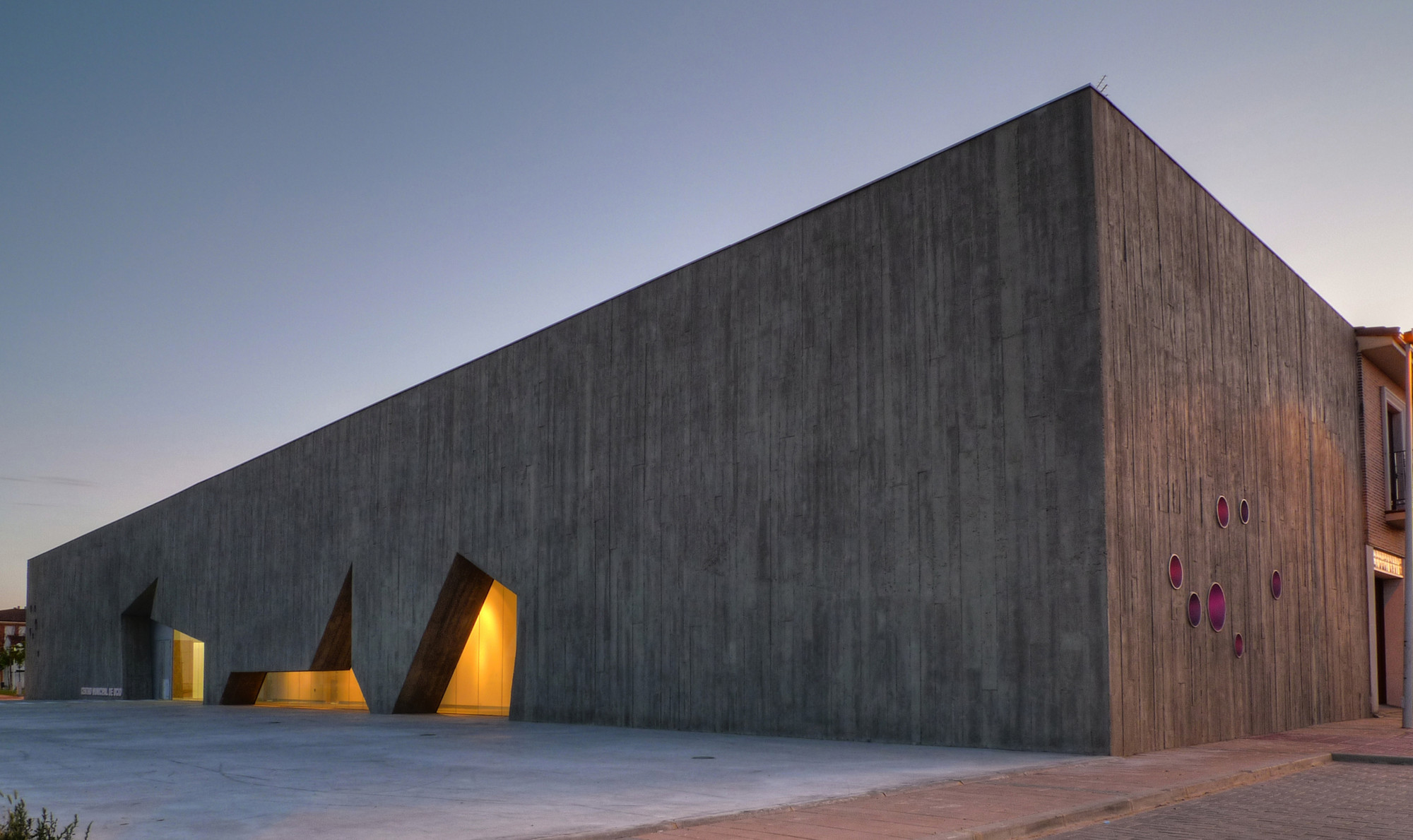 Municipal leisure center in tordesillas for Arquitectura valladolid