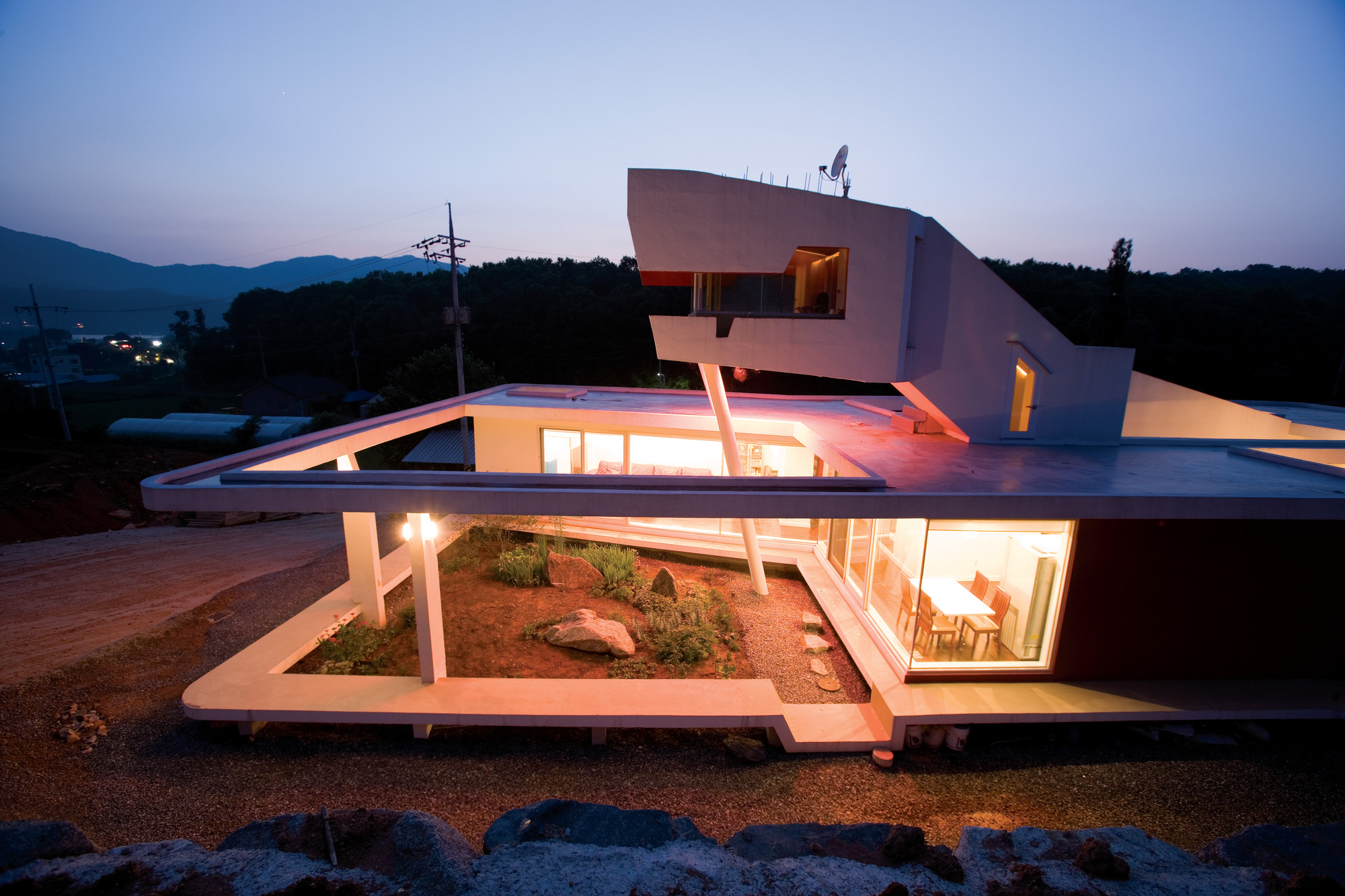 Gallery of s mahal house moon hoon 6 for Moon architecture