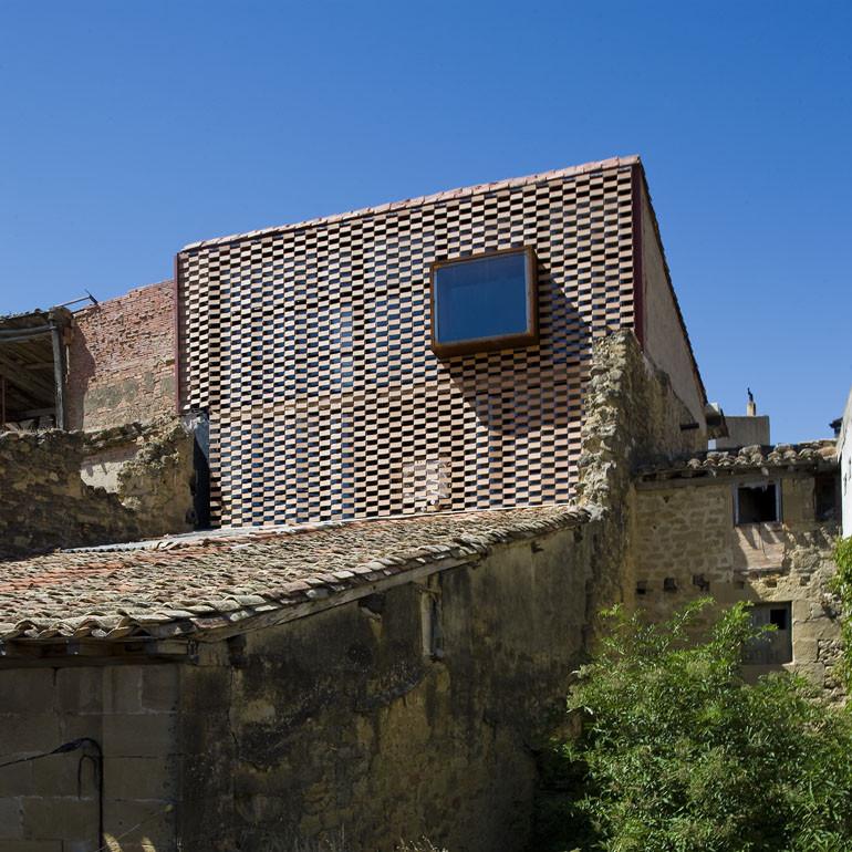 Country House at El Cobijo-San Vicente De La Sonsierra / Blur Arquitectura, © Berta Buzunariz