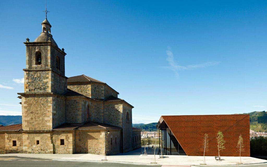 Covered Frontón in Ajangiz / Blur Arquitectura, © Eugeni Pons