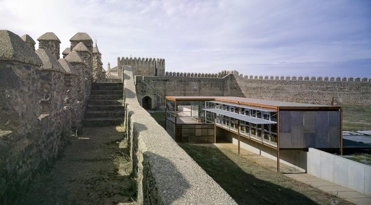 Rehabilitación del Castillo de Cumbres Mayores / Republica DM, © Jesús Granada