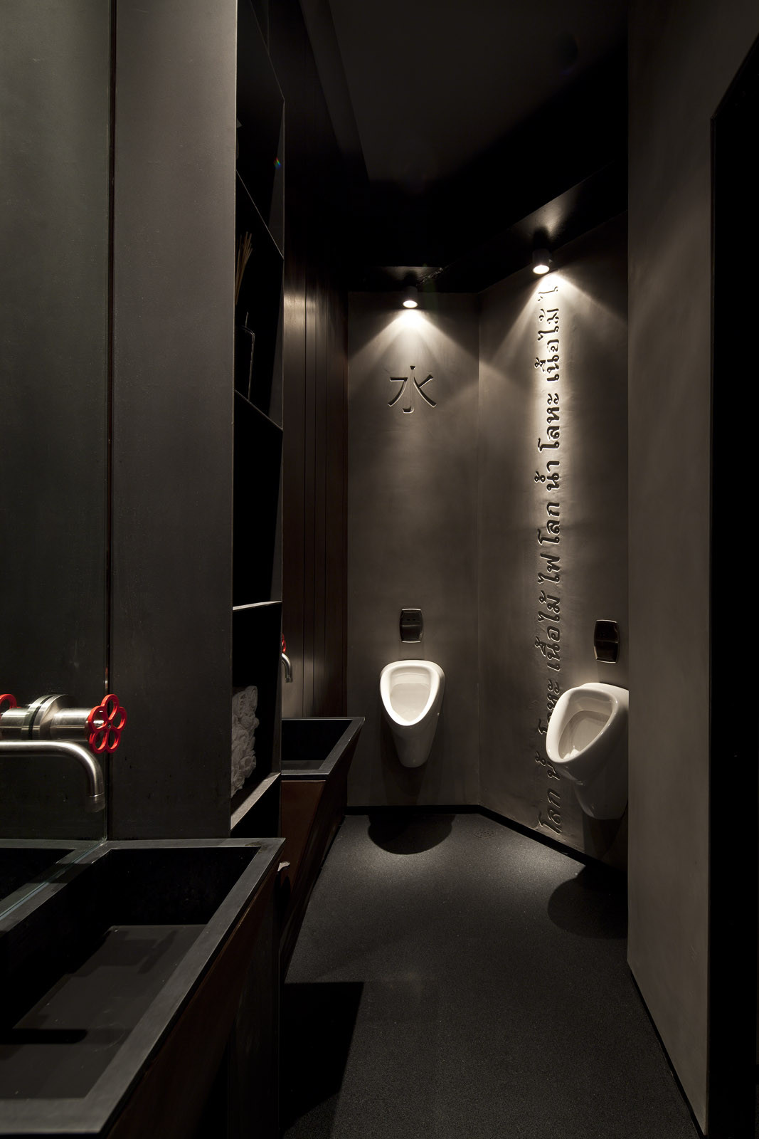 Gallery of taizu restaurant pitsou kedem architects for Deco wc noir