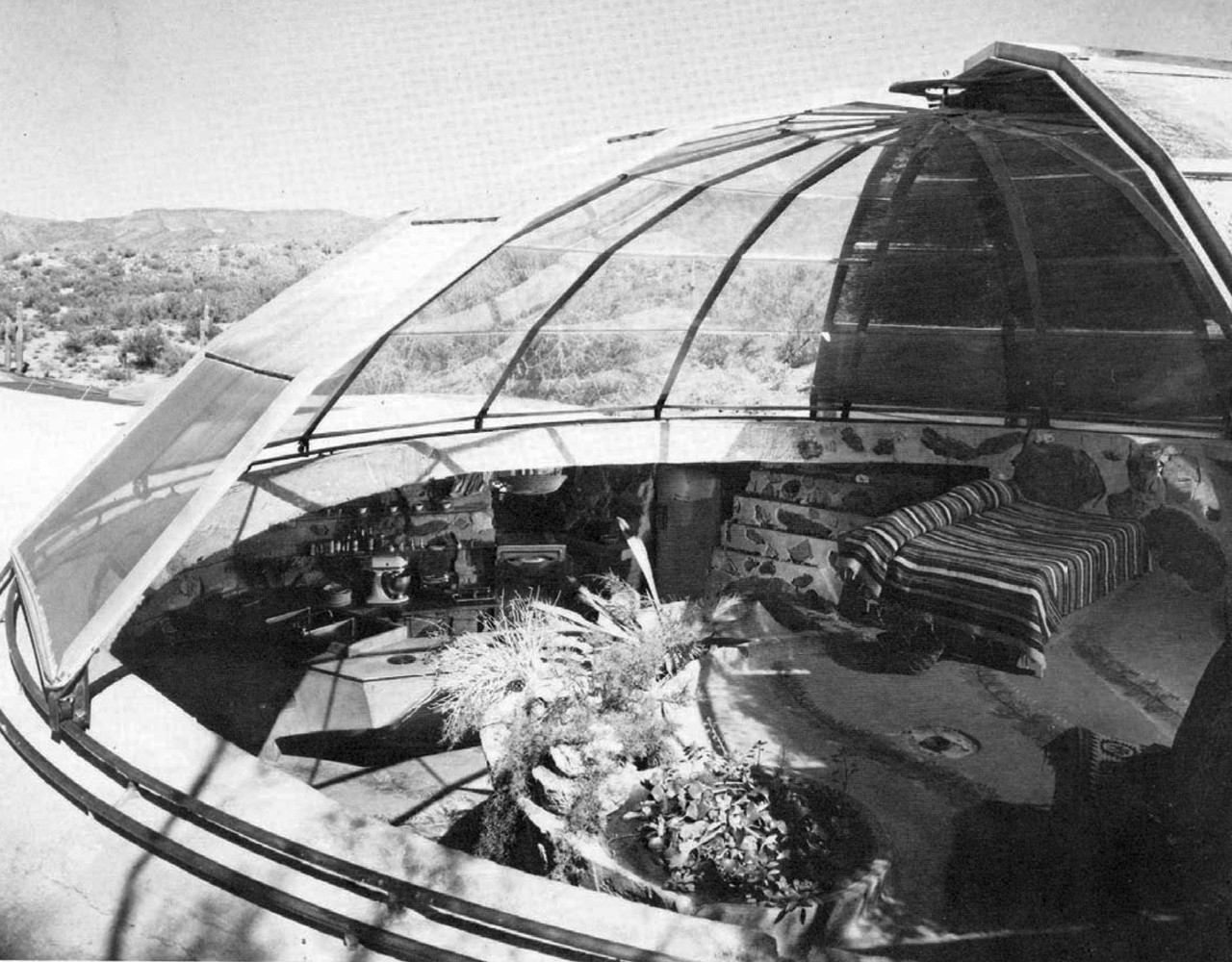 The double-shell dome, each shell on its own track. © 1985 Julius Shulman