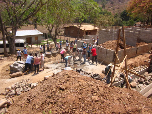 Construction on the El Canton Health Center project in Honduras. Image © Aya Obara.