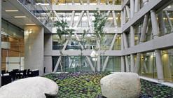 Centro Clínico Manquehue Oriente de Clínica Alemana / MQarquitectos