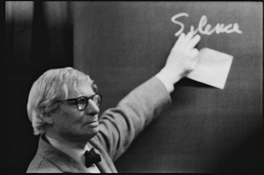 louis i kahn during the lecture at the eth zurich photographs by peter wenger archives de la. Black Bedroom Furniture Sets. Home Design Ideas