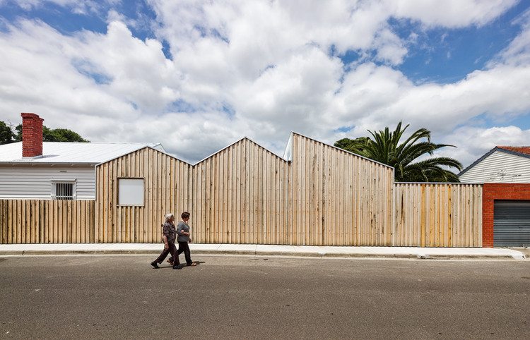 Casa Perfil / Black Line One X Architecture Studio, © Peter Bennetts