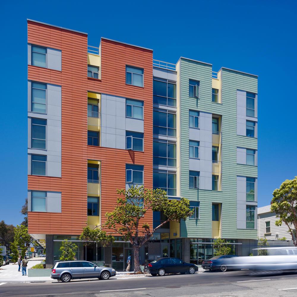 Merritt Crossing Senior Apts.; Oakland, California / Leddy Maytum Stacy Architects © Tim Griffith