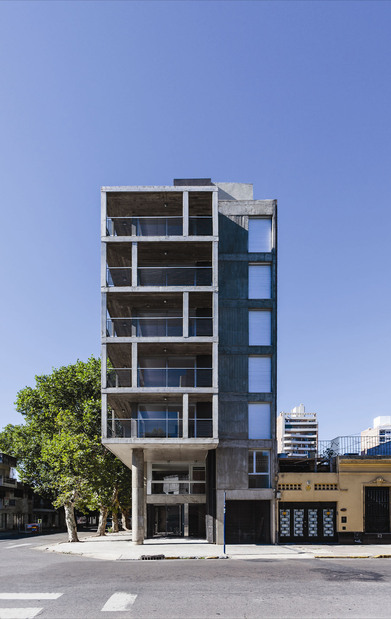 SL 2401 Building / CMS Arquitectas | ArchDaily