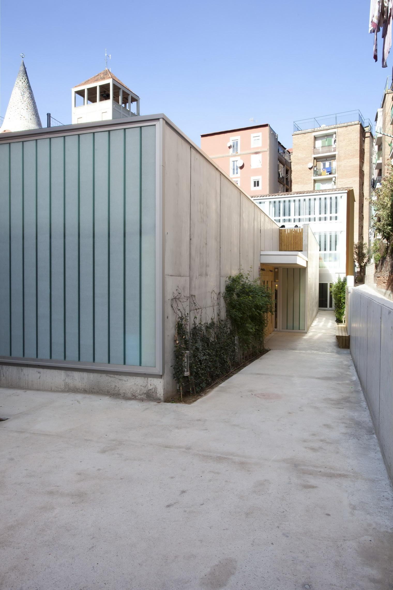 Escuela en San Medir / rdl arquitectos