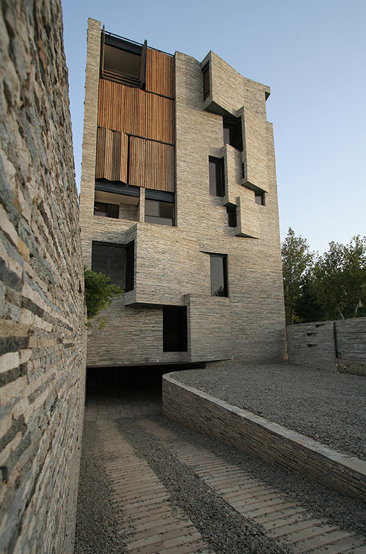 Apartment No.1, Mahallat, Iran / AbCT (Architecture by Collective Terrai) © © AKAA / Omid Khodapanahi