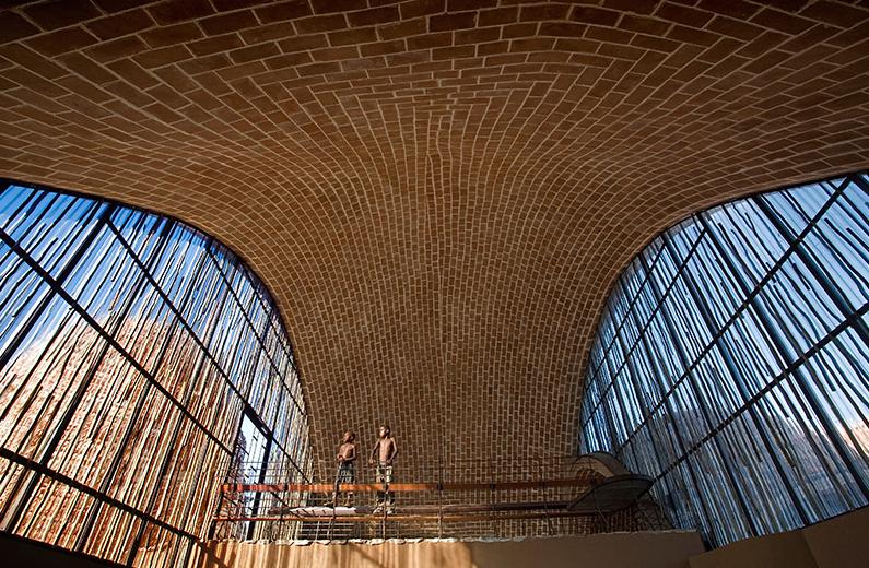 Mapungubwe Interpretation Centre, Limpopo, South Africa / Peter Rich Architects © AKAA / Obie Oberholzer