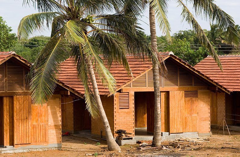 Post-Tsunami Housing, Kirinda, Sri Lanka / Shigeru Ban Architects © AKAA / Dominic Sansoni