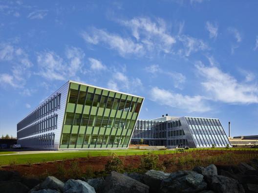 Federal Center South Building 1202; Seattle / ZGF Architects LLP © Benjamin Benschneider