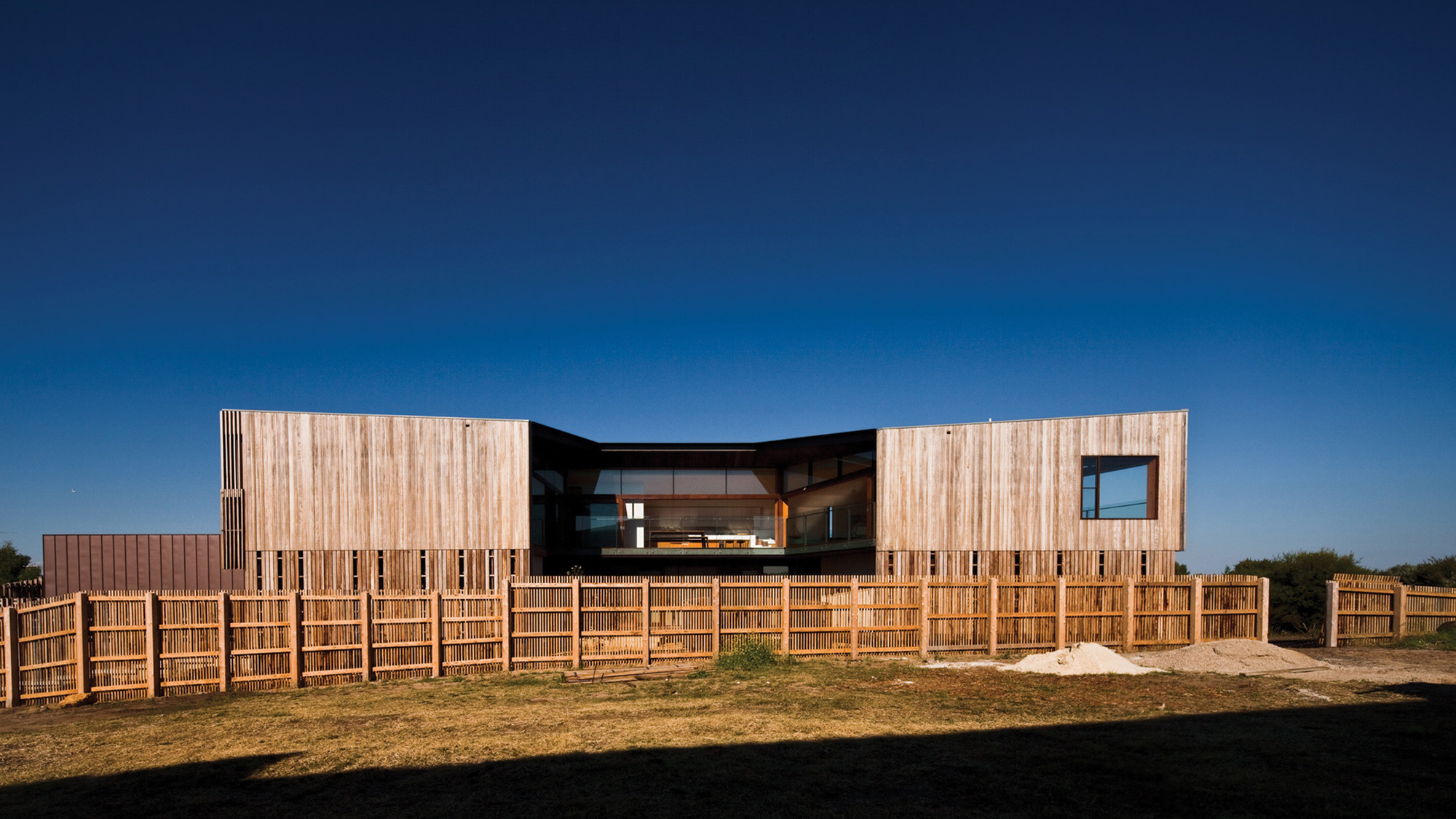Queenscliff residence john wardle architects archdaily - Holzzaun modern ...