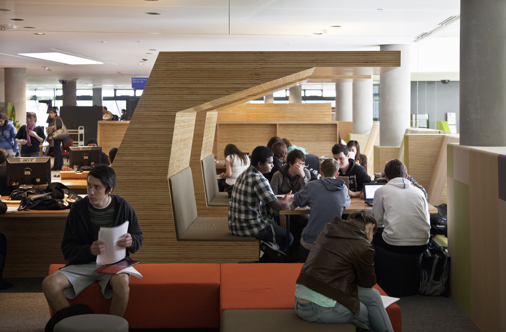 Victoria University - Exercise Science and Sport Precinct and Learning Commons / John Wardle Architects