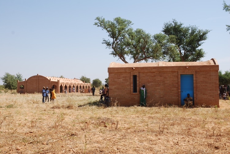 Primary School in Balaguina / Joop van Stigt and Jurriaan van Stigt, Courtesy of Foundation Dogon Education