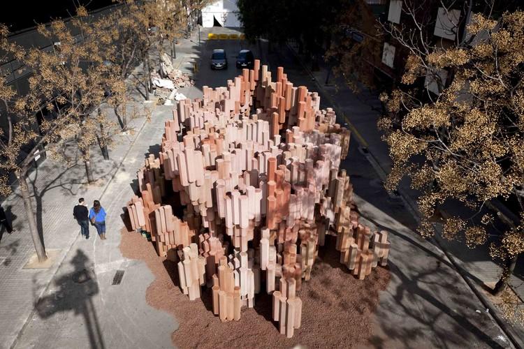 Corrugated Cardboard Pavillion / Miguel Arraiz + David Moreno, © Noel Arraiz