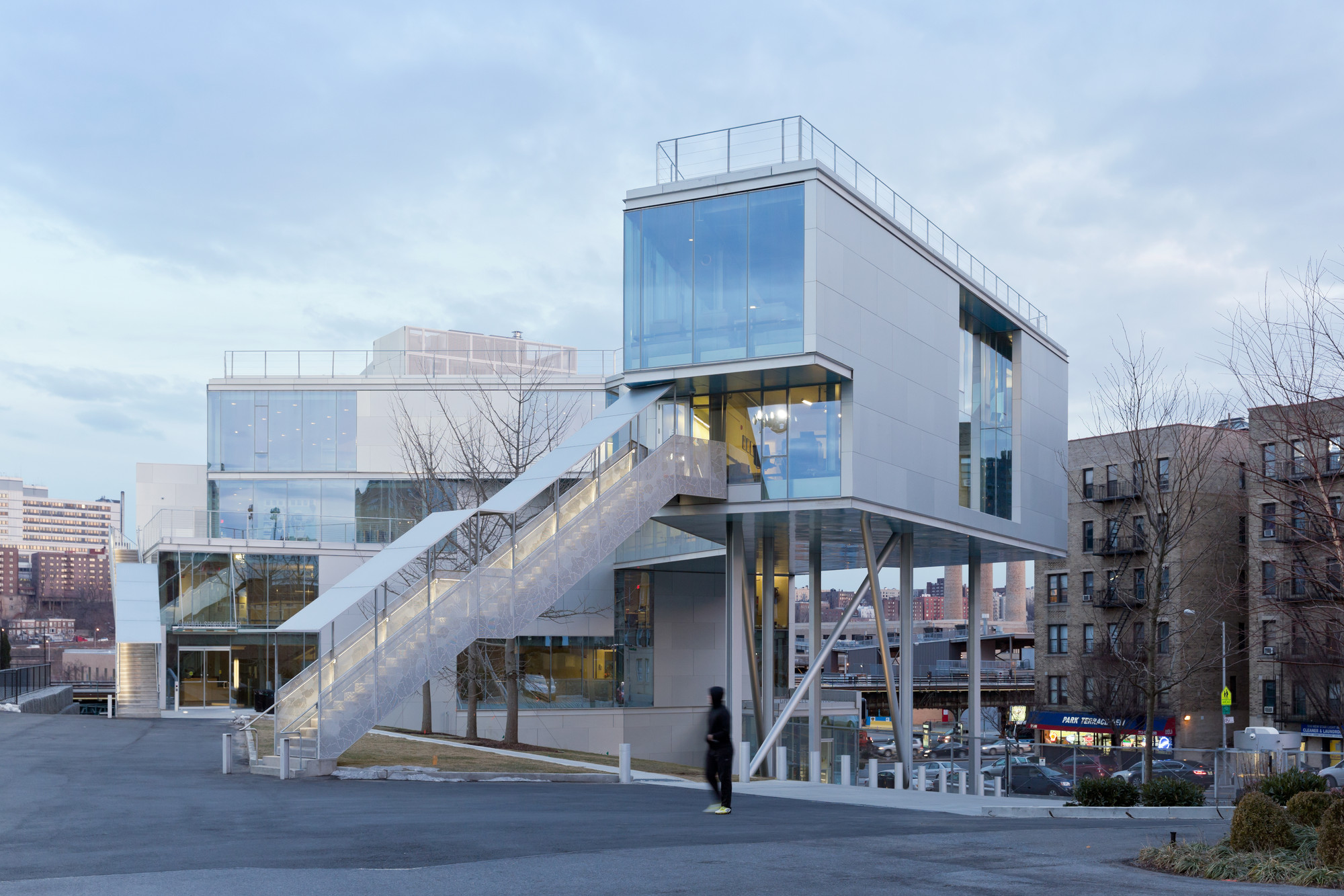 Campbell sports center steven holl architects archdaily for Center for architecture nyc