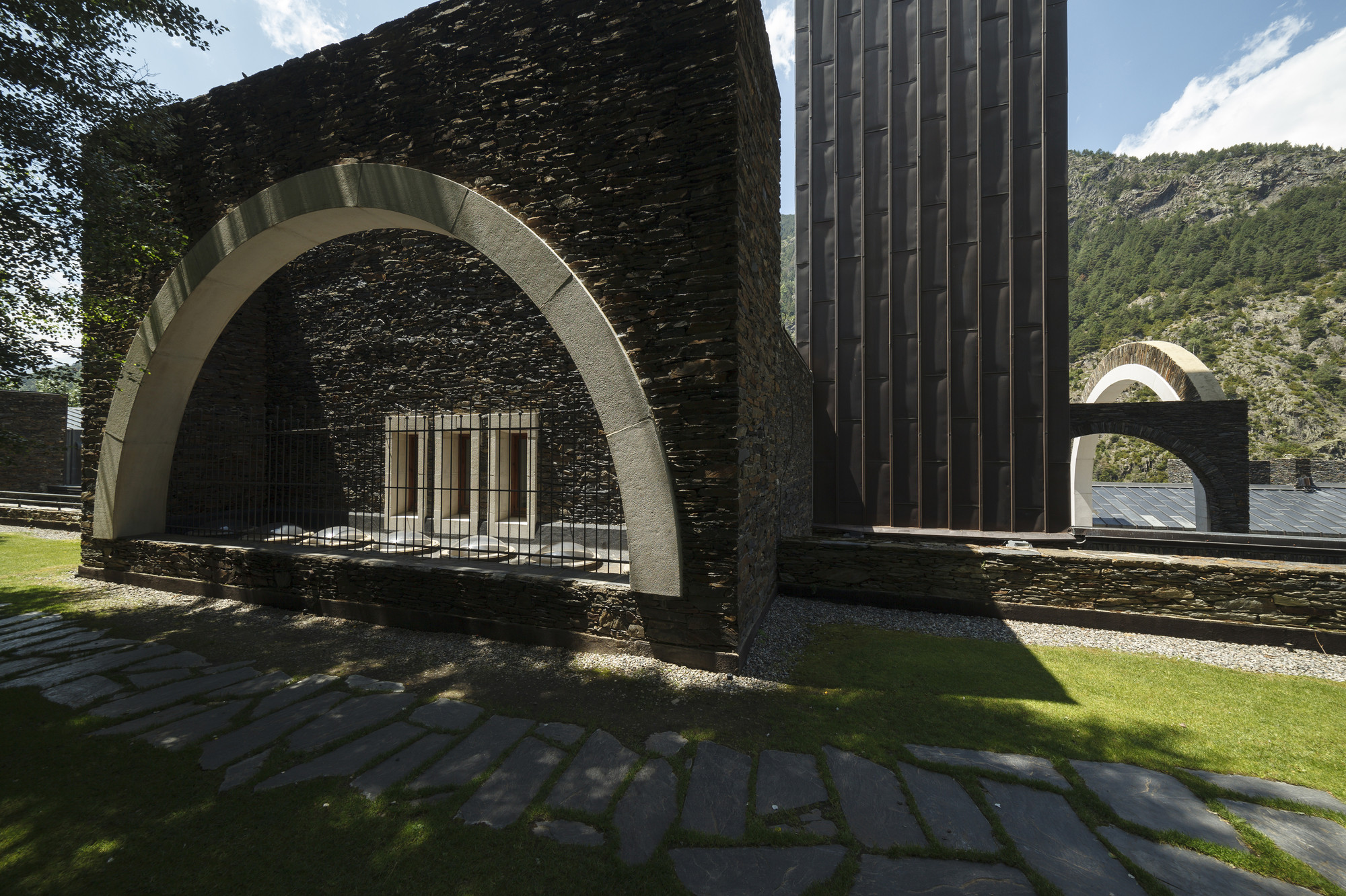 Classic: Maritxell Sanctuary / Ricardo Bofill