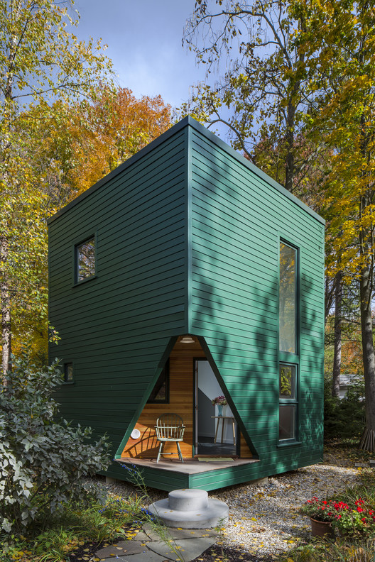 Guest House / SMNG-A Architects, © Tom Rossiter