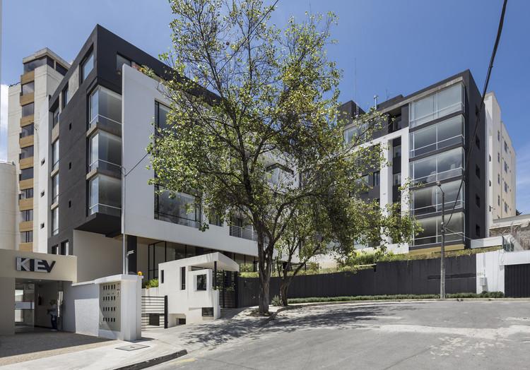 Edificio Onyx / Diez + Muller  Arquitectos, © Sebastian Crespo