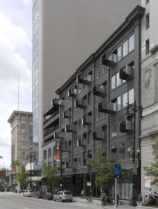 The Avenue on Portage / 5468796 Architecture, © James Brittain