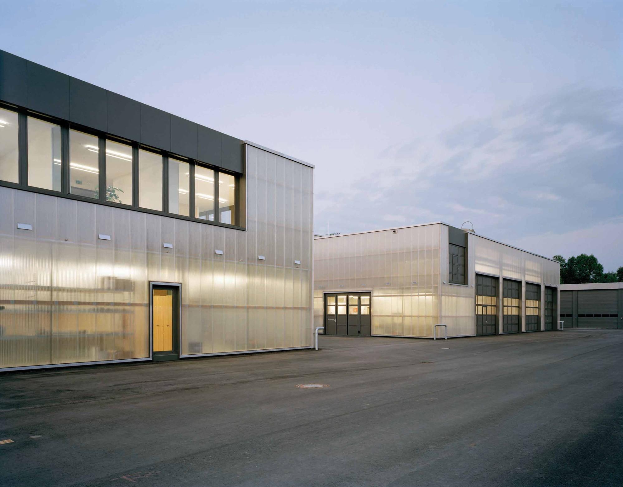 gallery of maintenance facility allmann sattler wappner architekten 3. Black Bedroom Furniture Sets. Home Design Ideas