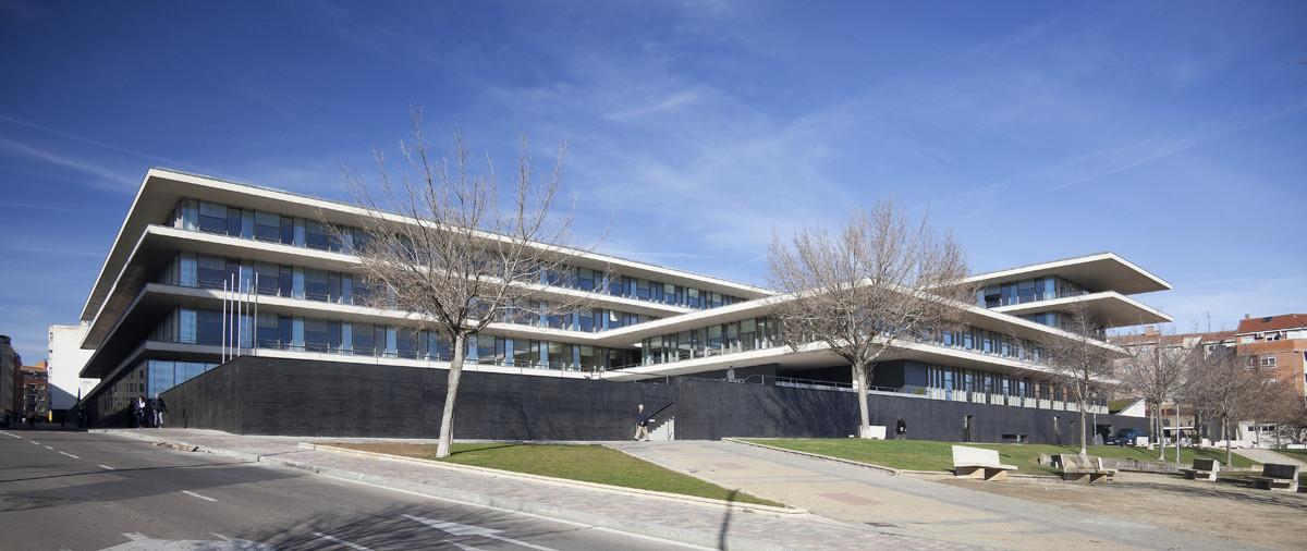 Galería de Edificio Administrativo de usos múltiples para ...