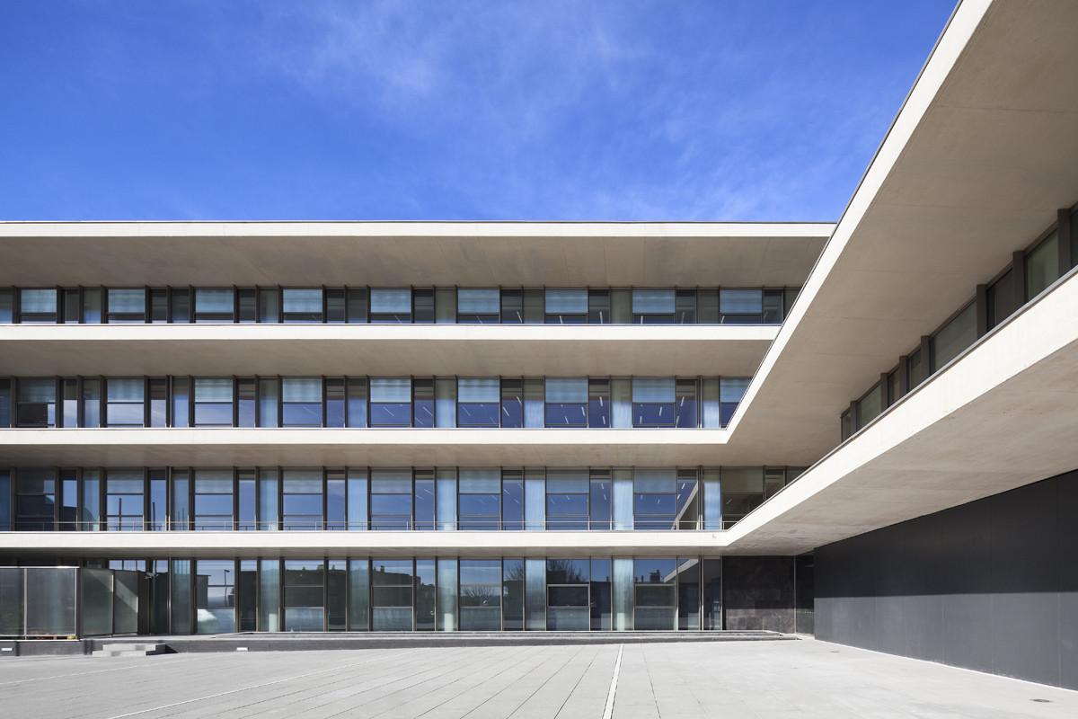Galer a de edificio administrativo de usos m ltiples para - Arquitectos en salamanca ...