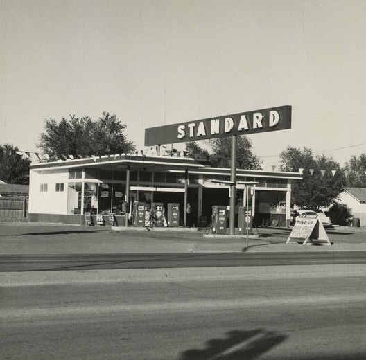 © Ed Ruscha-The J. Paul Getty Museum, Los Angeles / Standard, Amarillo, Texas, 1962
