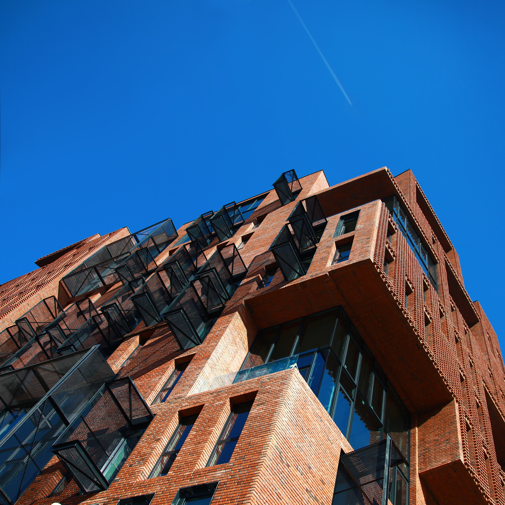 Gallery of Red Apple Apartment Building / Aedes Studio - 13
