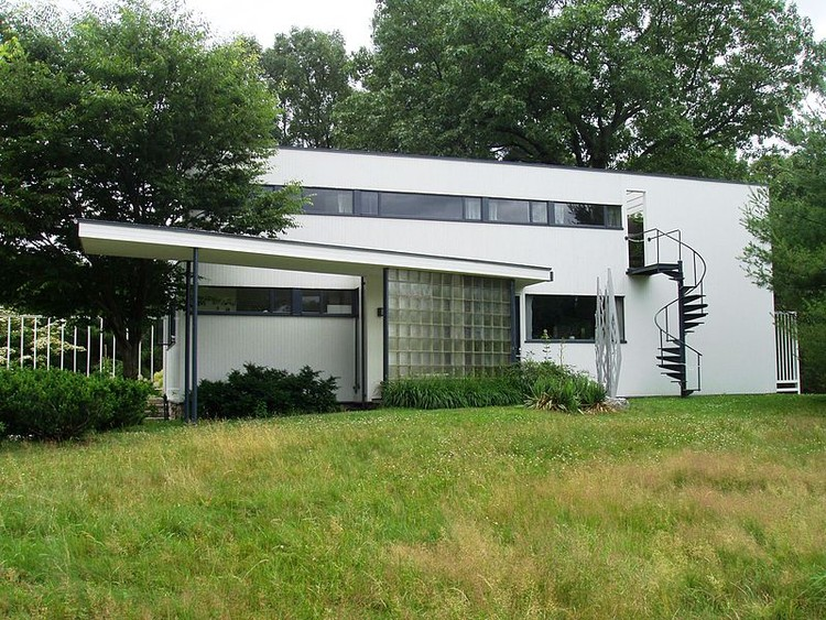 Gropius House, 1938. Image © Wikimedia user Daderot licensed under CC BY-SA 3.0