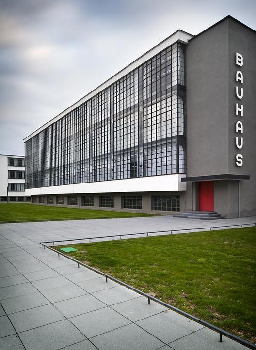 Bauhaus, 1925 / Walter Gropius; © Thomas Lewandovski
