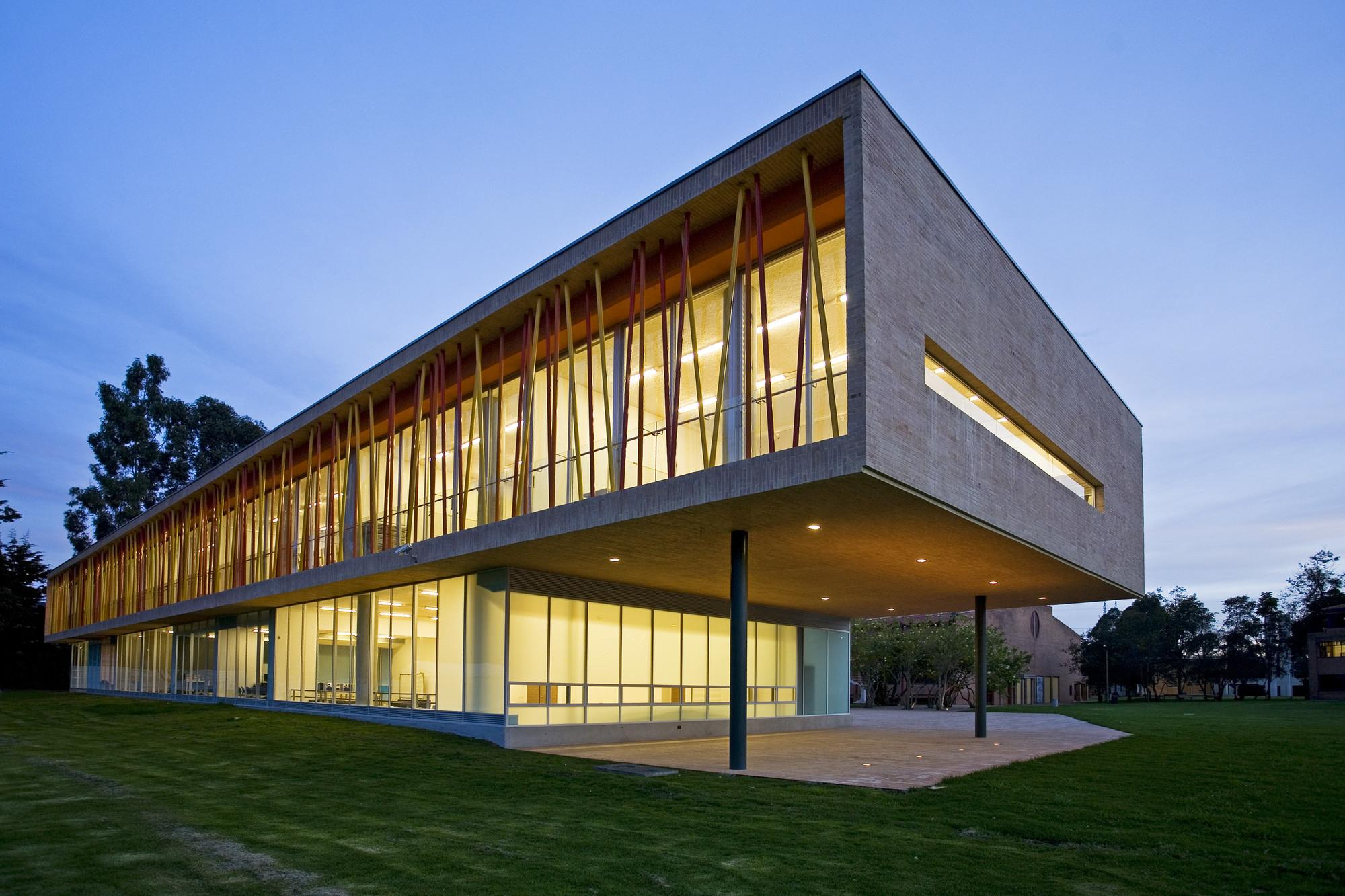Galer a de colegio los nogales daniel bonilla for Plantas de colegios arquitectura