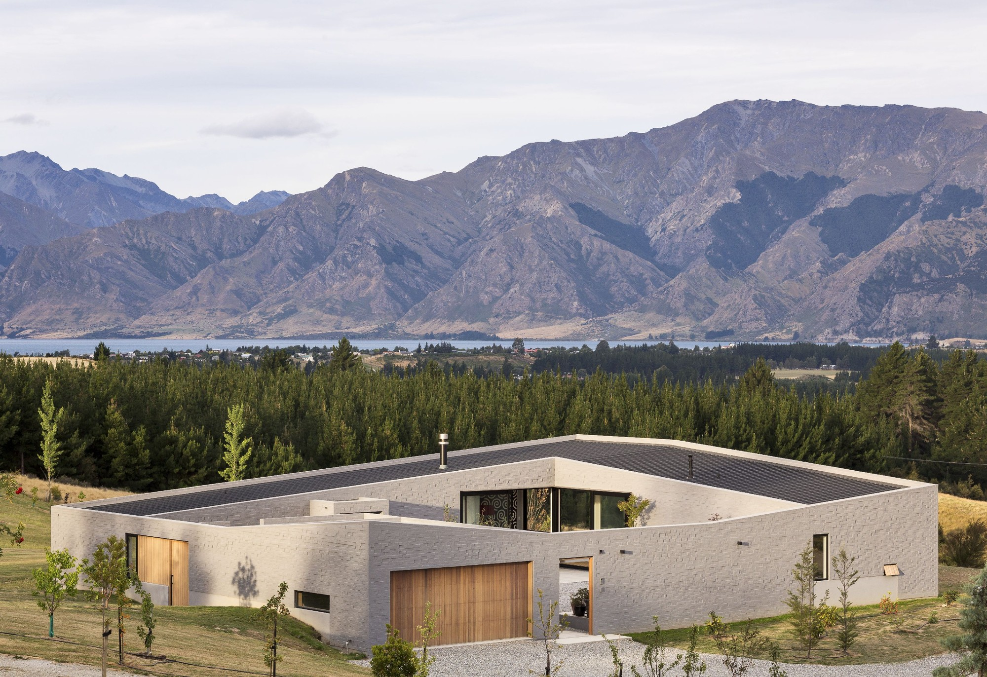 Lake Hawea Courtyard House, by Glamuzina Paterson Architects / © Patrick Reynolds
