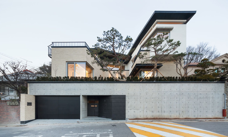 Naegok v house jhy architect associates archdaily for Korean simple modern house