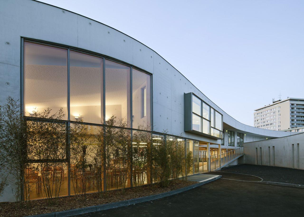 Gallery of jean moulin school richard schoeller for Architecte montargis
