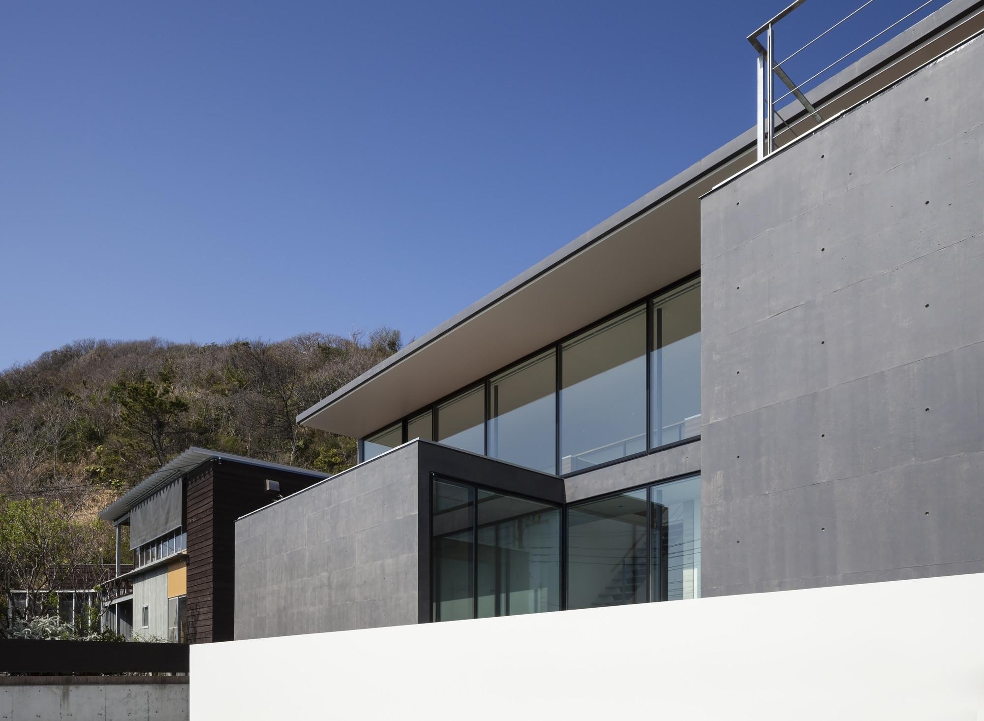 Gallery of seascape house tomoyuki sakakida architect for Architect associates