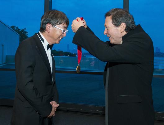 Thomas Pritzker awarding Toyo Ito