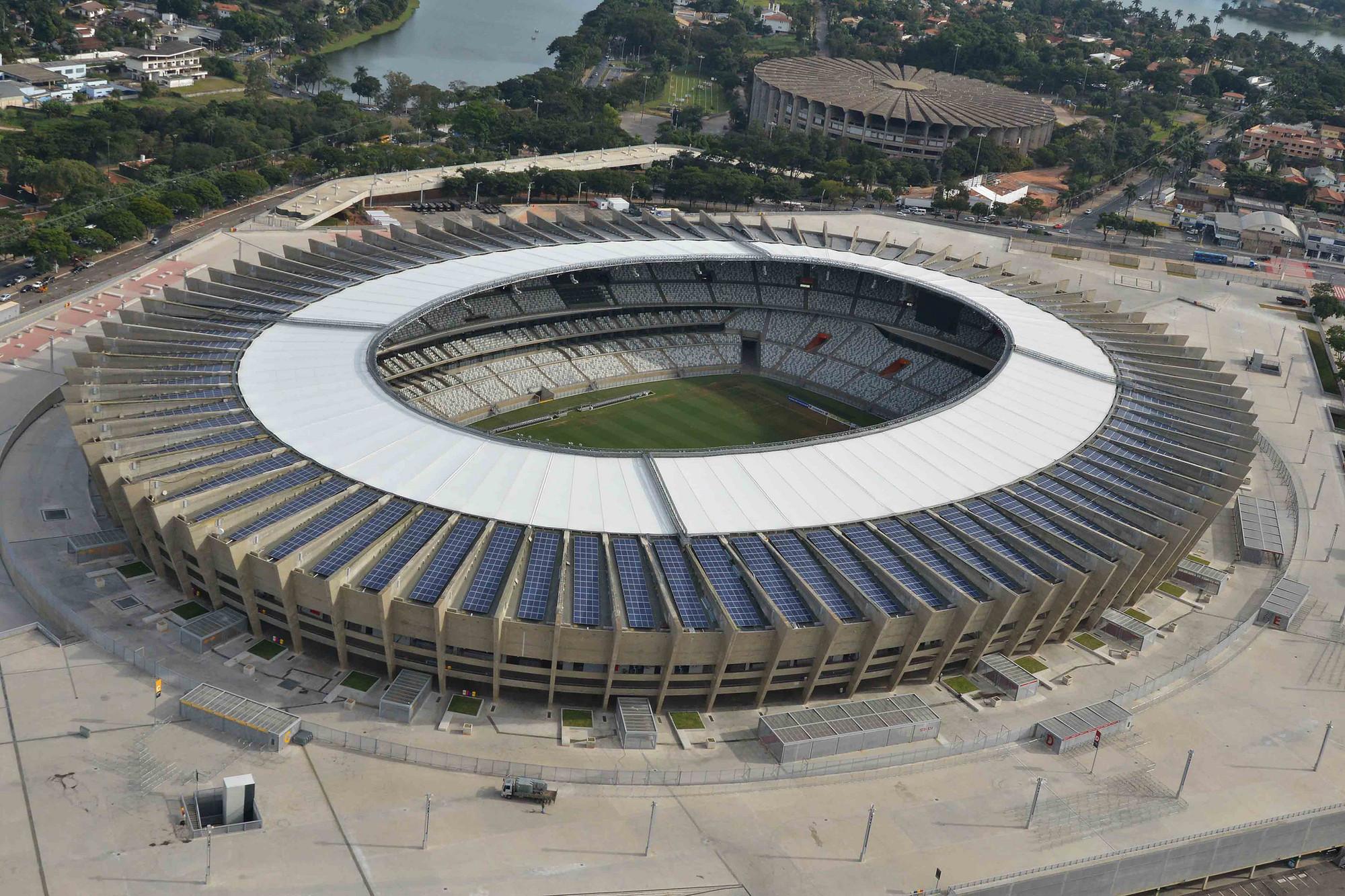 Rumbo al Mundial de Fútbol 2014: Brasil inaugura la nueva cubierta solar del Estadio Mineirão en Minas Gerais, © Luan SR