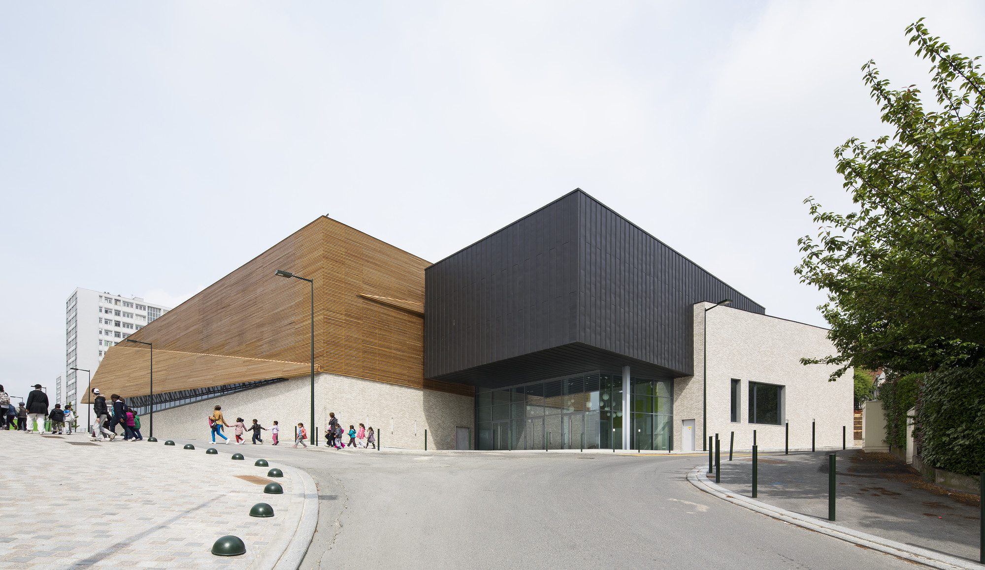 Janine jambu sports centre nomade architects archdaily for Architecture nomade