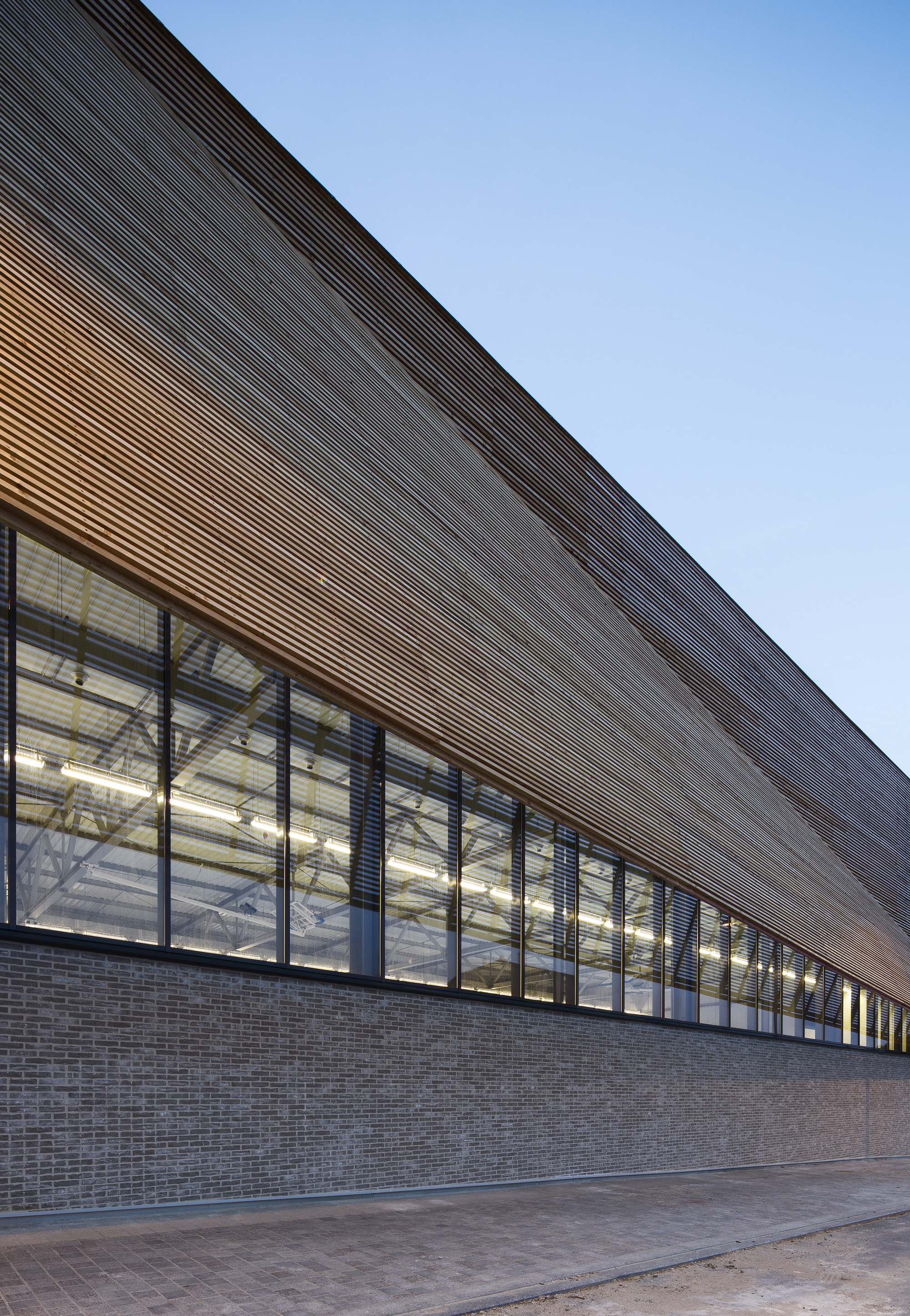 Gallery of janine jambu sports centre nomade architects 7 for Architecture nomade