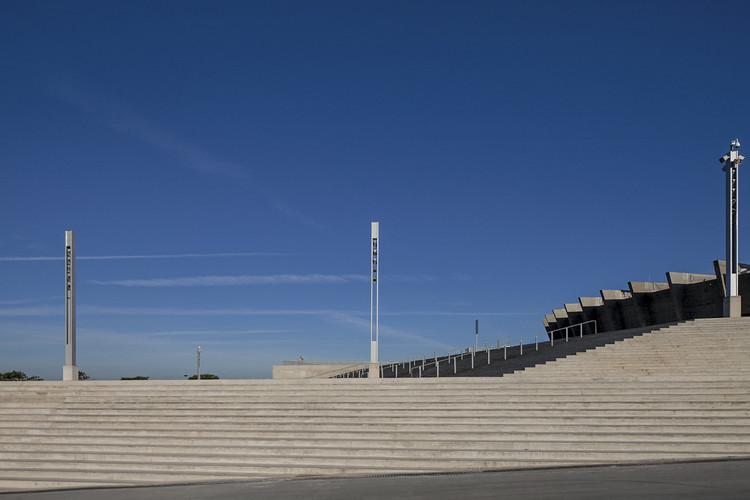 Escadaria esplanada (acesso sul) © Leonardo Finotti