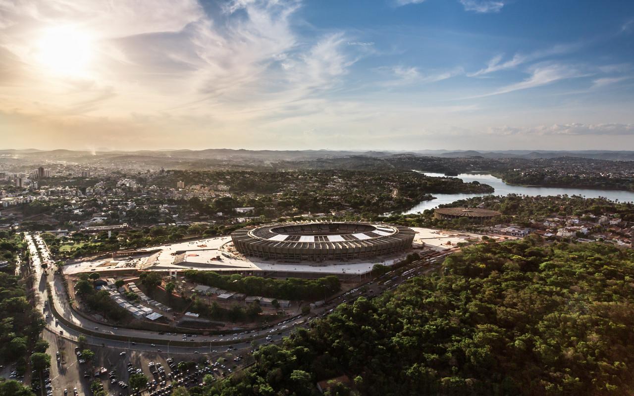 Mineirão Stadium / BCMF Arquitetos, Vista aérea do Mineirão em obras (Setembro de 2012) © Alberto Andrich