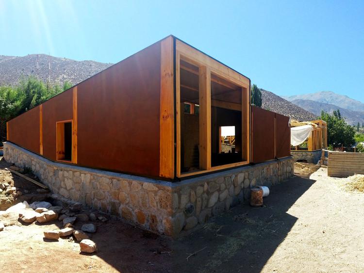 En construcción: Complejo Turístico Sustentable Chillepín CCH / CBAarq, © Cristián Bravo-Araya
