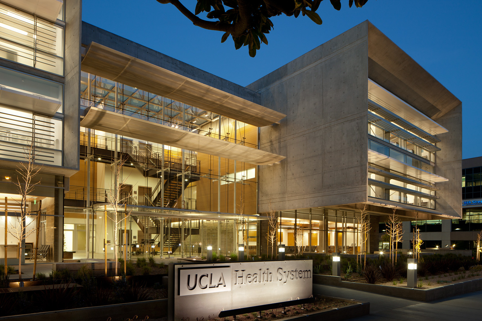 Healthcare Award: UCLA Outpatient Surgery and Medical Building / Michael W. Folonis Architects