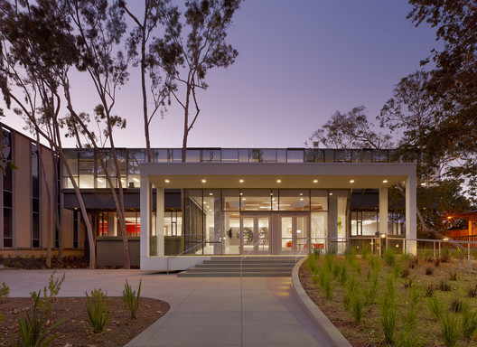Education Award: The Resnick Institute for Sustainability/Joint Center for Artificial Photosynthesis, Caltech /  John Friedman Alice Kimm Architects