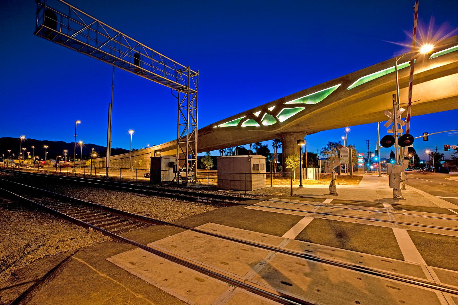 Community Impact Award: Metro Orange Line Extension / Gruen Associates